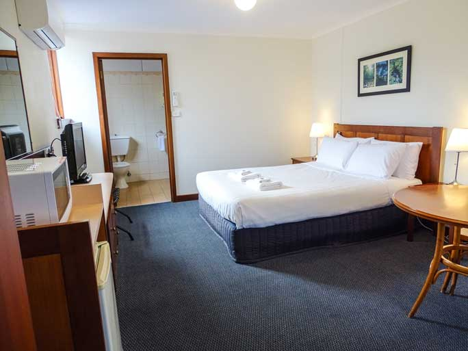 Deluxe Queen room with disability access accommodates 1 - 2 people aireys inlet