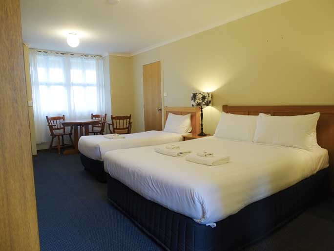 Deluxs Twin motel room accommodates 2 - 3 people