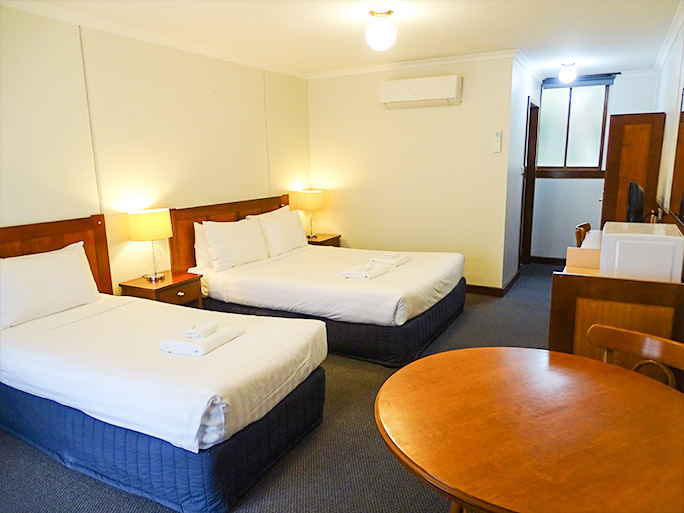 Twin motel room in Aireys Inlet accommodates 2 - 3 people
